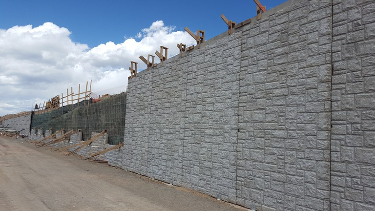 Wall Construction along the southbound E-470 ramp to westbound C-470.