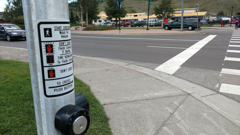 pedestrian push button on CO 9 and 4th St.jpg