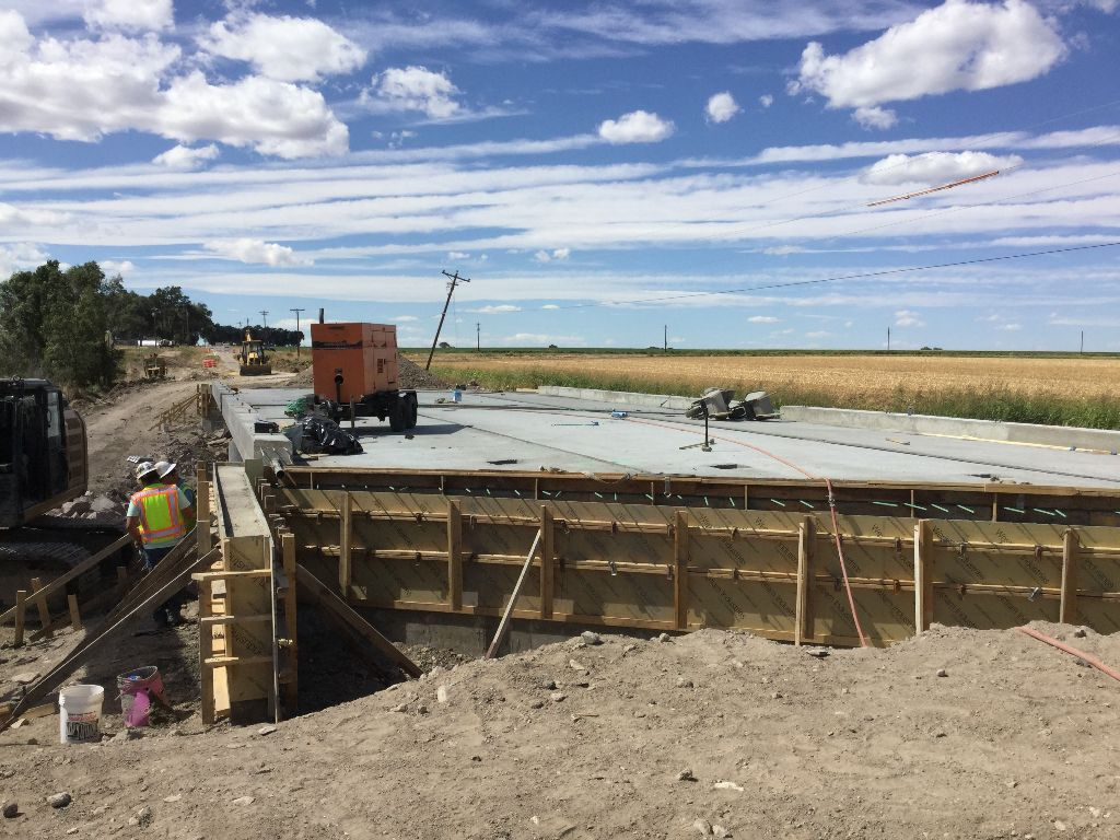 Expansion joint placement on new bridge on CO 10