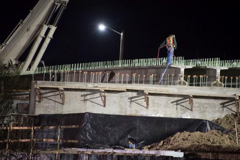 Crews-night-work-69th-Federal-bridge.jpg