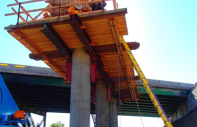 Federal_69th Bridge Pier Construction Sept 2015